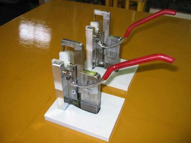 樹脂クリップ挿入簡易治具