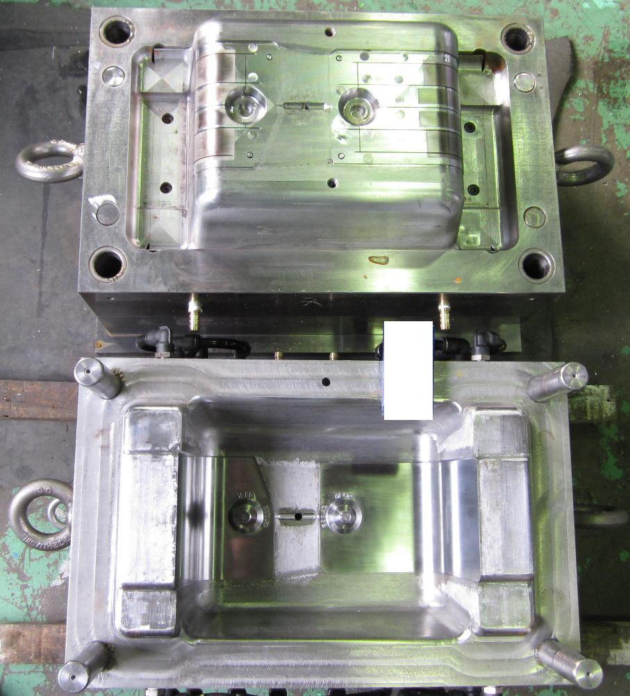 250ton射出成形機用金型